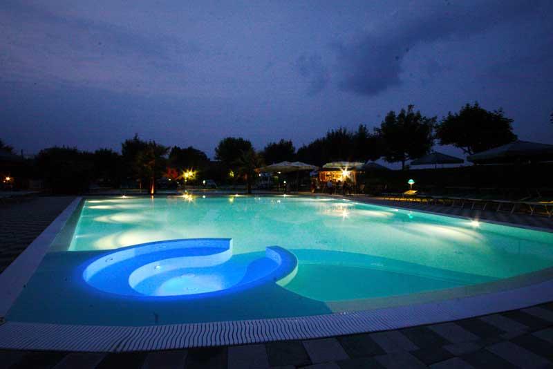 Piscine a sfioro franzoni piscine brescia - Costruzione piscine brescia ...